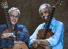 Caetano e Gilberto Gil esquentam com sua música uma gelada noite de outono em Santiago