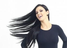 3 atitudes que detonam os cabelos – e pouca gente sabe!
