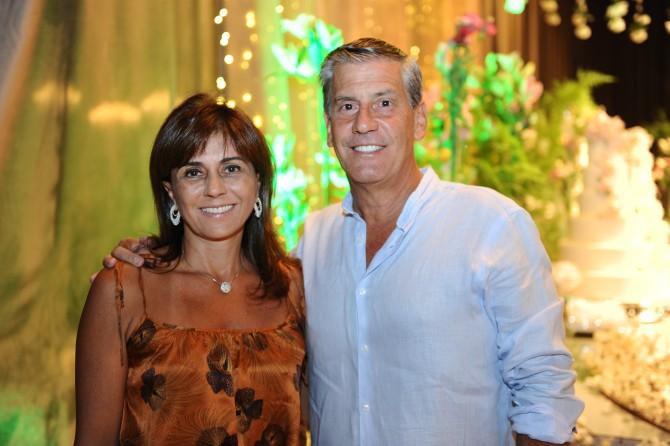 Sempre de bem com a vida, o casal Sarah e Paulo Genta.