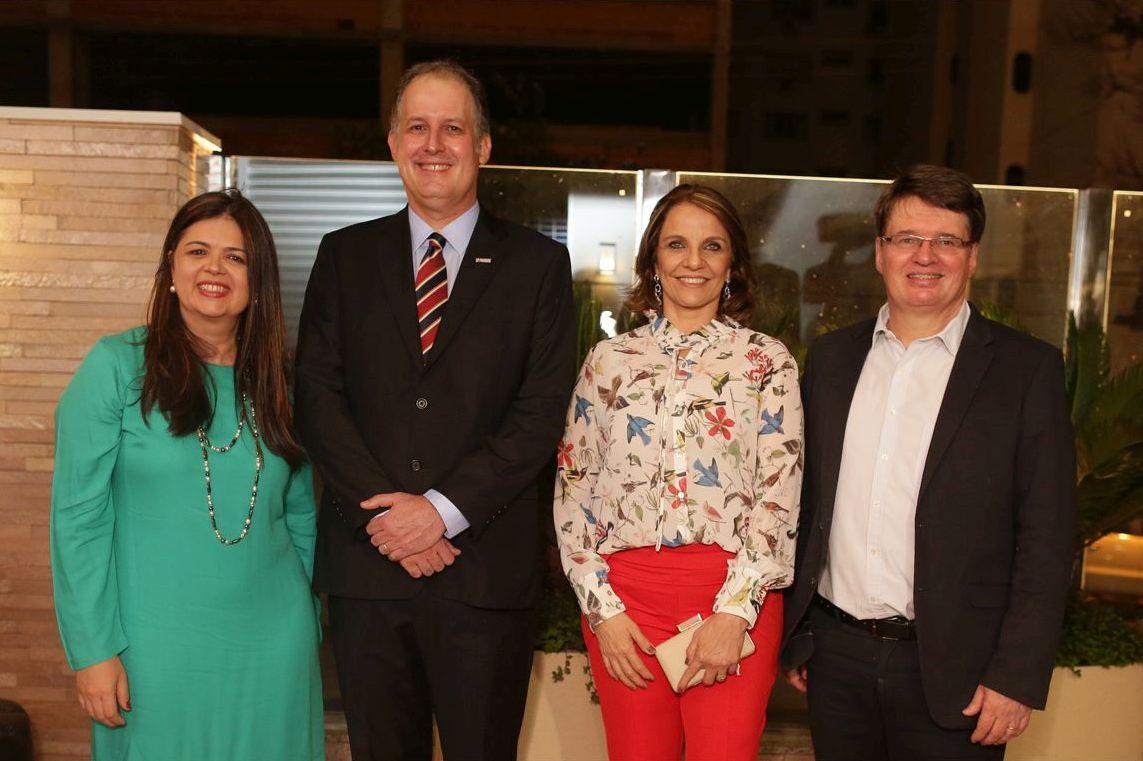 O Diretor Regional da Plaenge Edison Rolzamann com gerentes Valéria Gabas (esq), Luiz Octávio Pinho e Ada de Lima.