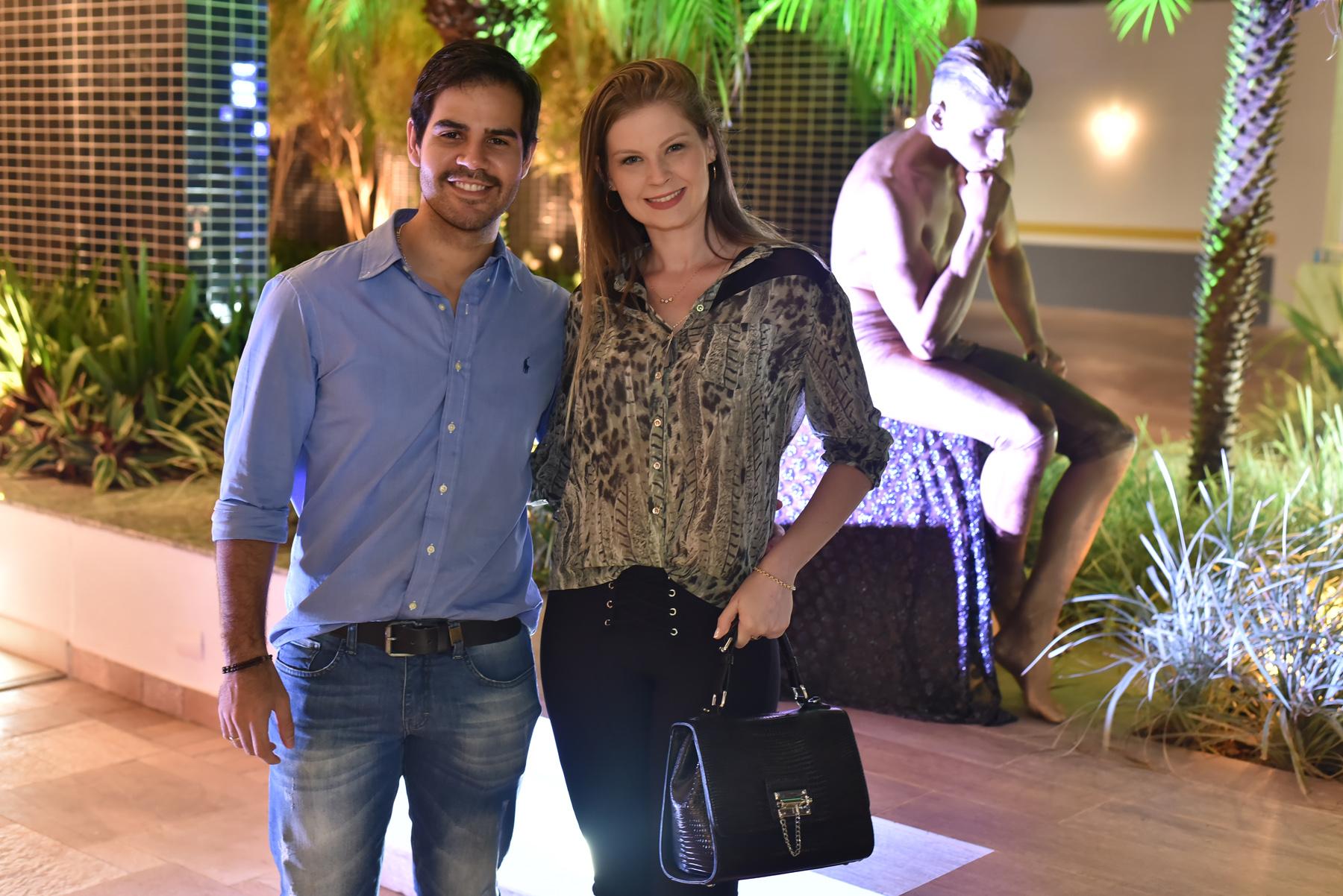 Orlando Lopes e esposa Jessica na entrega do Edifício Rodin.