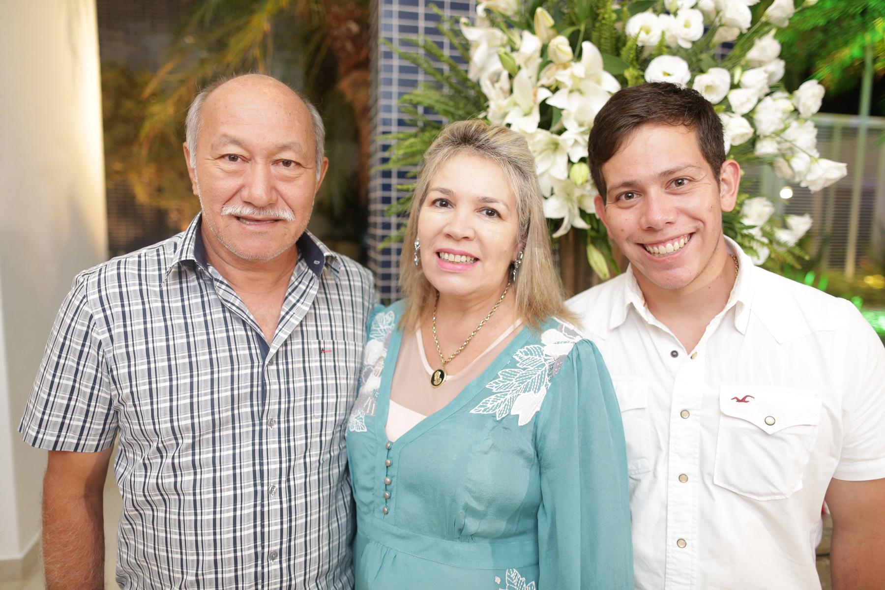 Arnaldo Leite e esposa Romilda Terra com filho Thiago Leite.