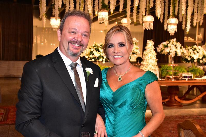 Os pais do noivo, Antonio Morais dos Santos Junior e Carmen Morais.