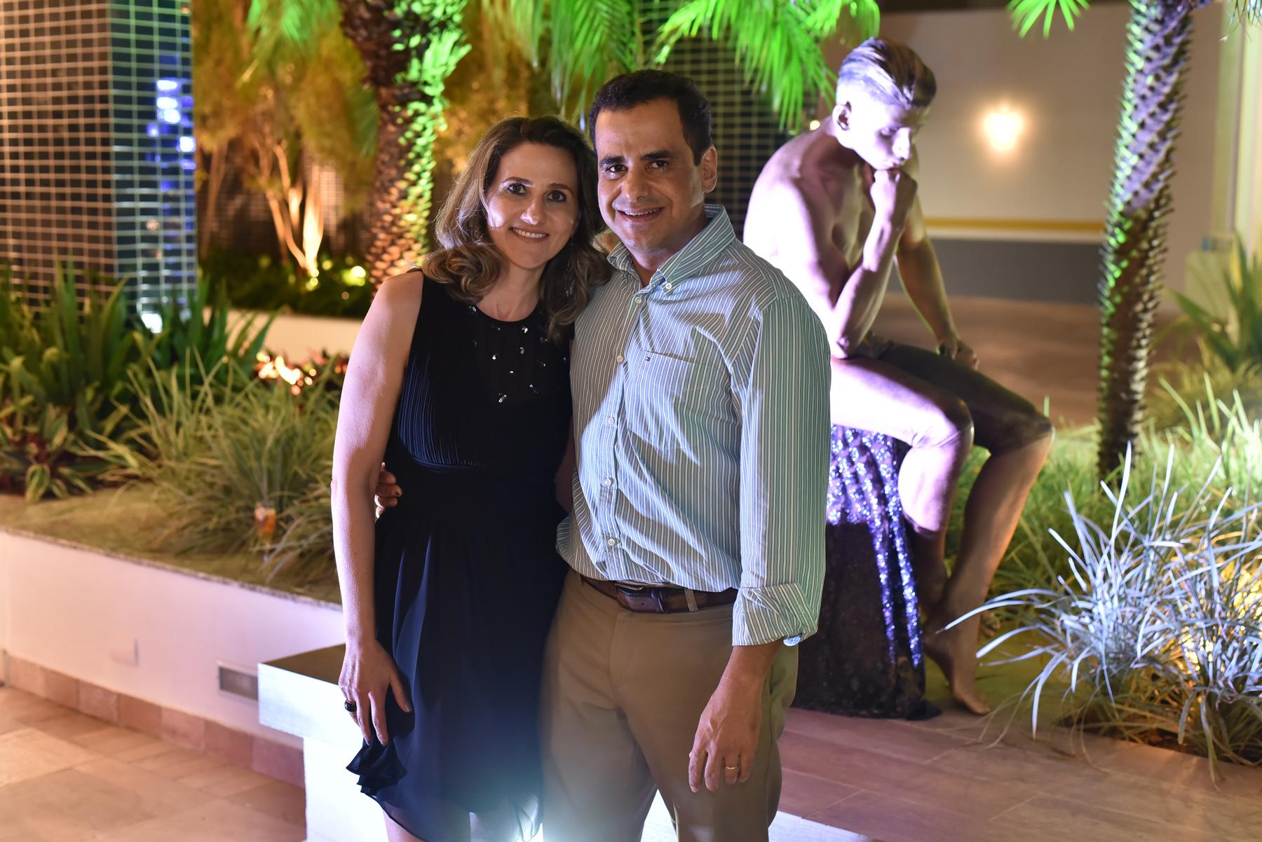 Em noite de festa: Leonardo Figueiredo e esposa Isabel.