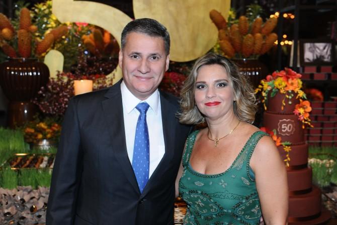 O casal Carlos Victoriano e Luciana Anache. Ela que festeja no próximo dia 14, mais um aniversário.