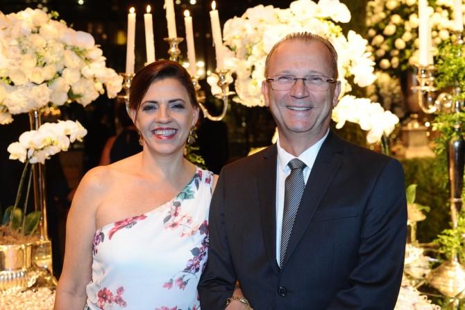 O casal, o médico ortopedista Roberto Cisneiro e Denise.