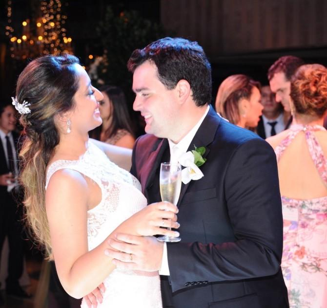 Os anfitriões da noite: Thiago Mortari Paula e Isabella Lima Parizotto.