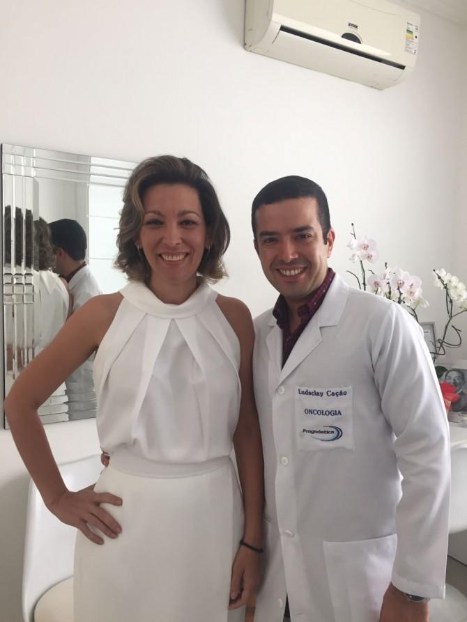 """Dra Clarissa Aires de Oliveira, especializada em Medicina Integrativa, e Dr. Ludsclay Cação, Cirurgião Oncológico. Eles que participaram da semana sobre """"Saúde"""" em Uberlândia - MG, na Clinica Conceito."""