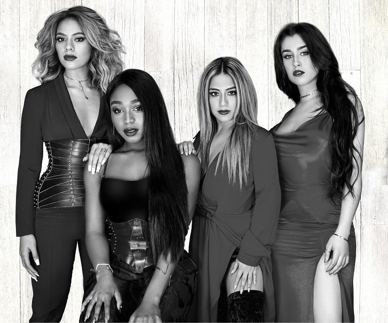 Fifth_Harmony_performing_at_Universal_Orlando170112_145412