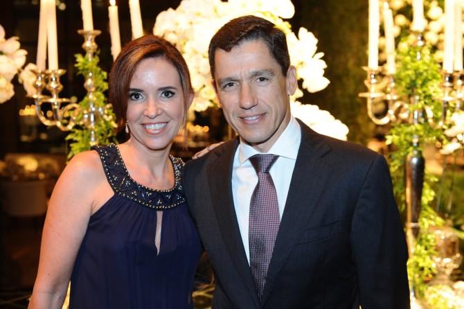 Em noite de festança, o dinâmico casal Fernanda Arguello e Guilherme Alcantra Carvalho.