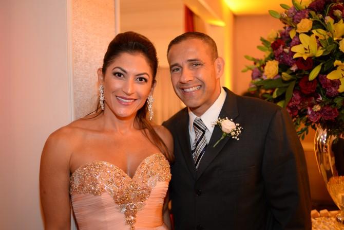 A personal travel, Claudia Dibo fotografada ao lado do cônjuge, Edson Almeida. Ela que aniversaria na próxima segunda-feira, dia 20.