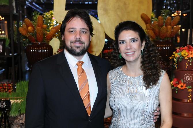O advogado Marcelo Alfredo Kroetz e a administradora Renata Rezende que festeja no próximo dia 25 o seu aniversário.