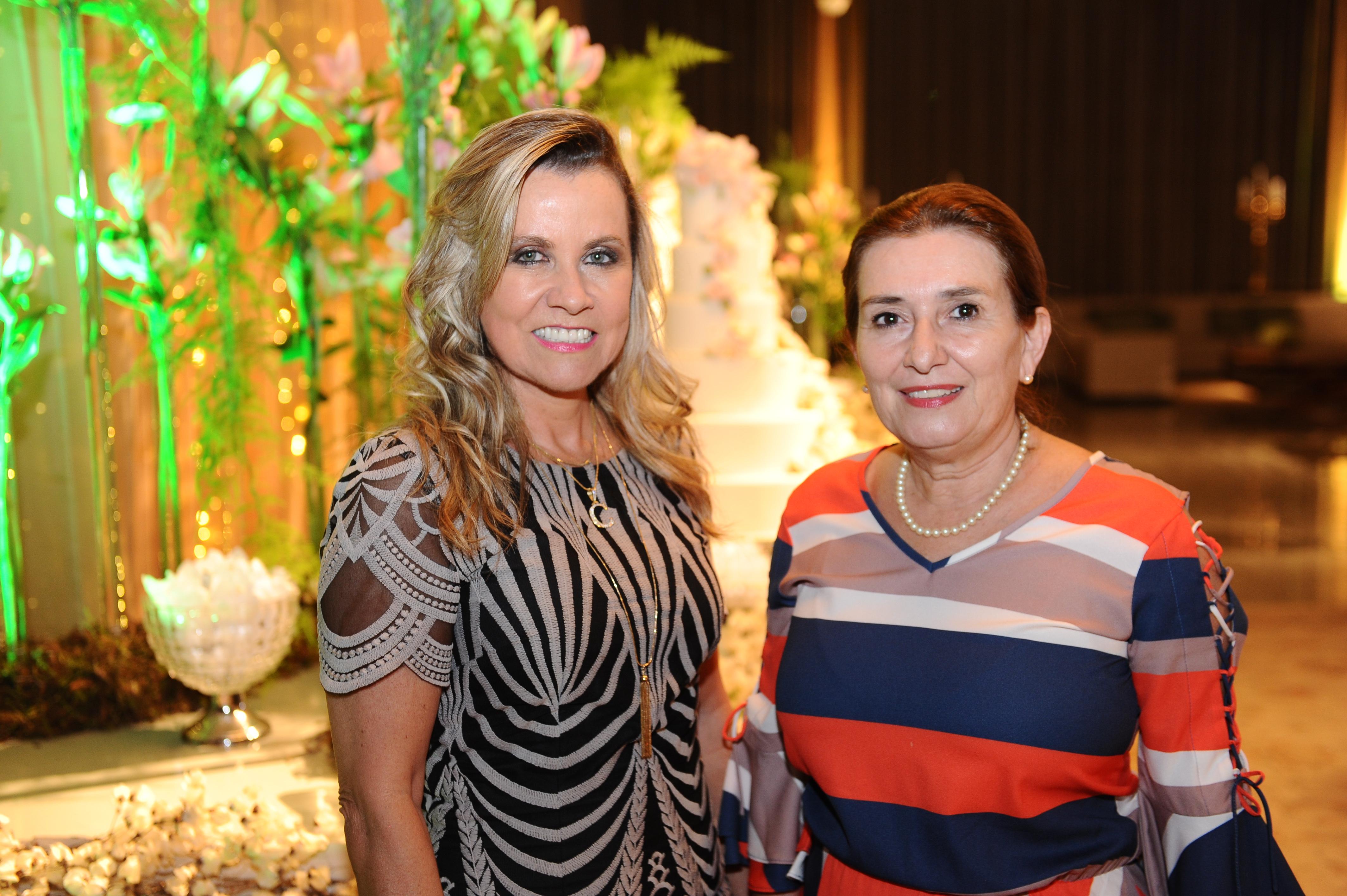 As amigas Carmem Morais e Albertina Barbosa clicadas para a coluna.