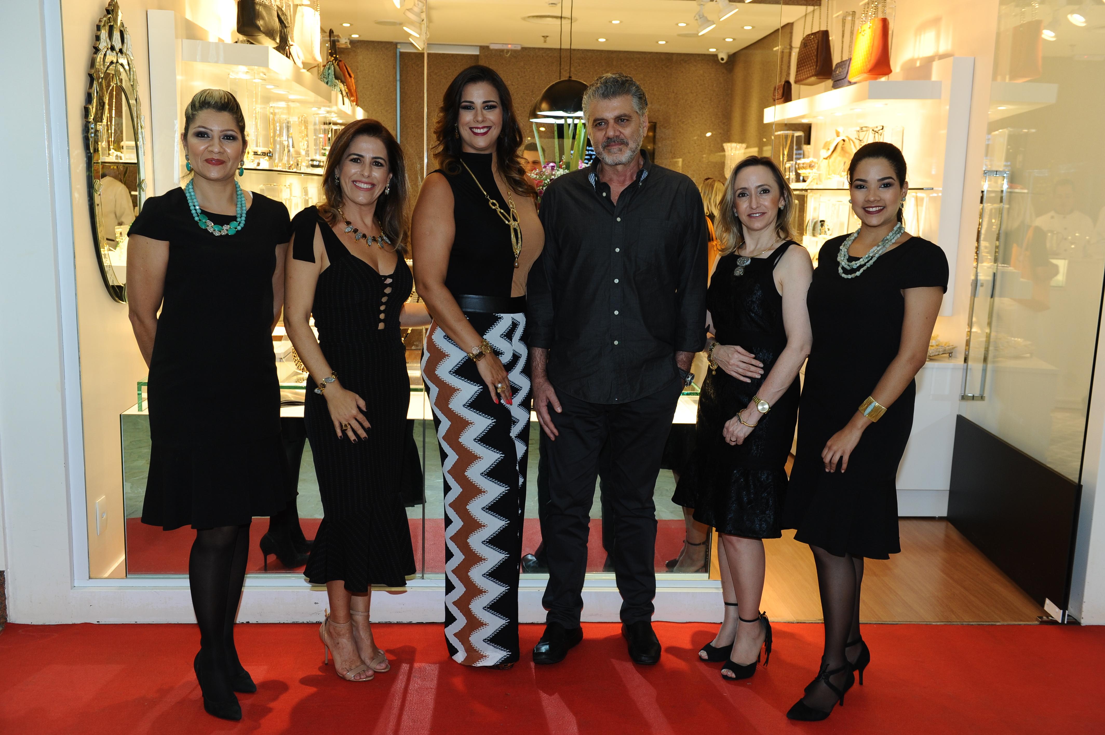 Mara Fernandes, Vanessa Auto, Bianca Raffi, Fabrizio Giannone, Catiane Carassa e Lyandra Dias