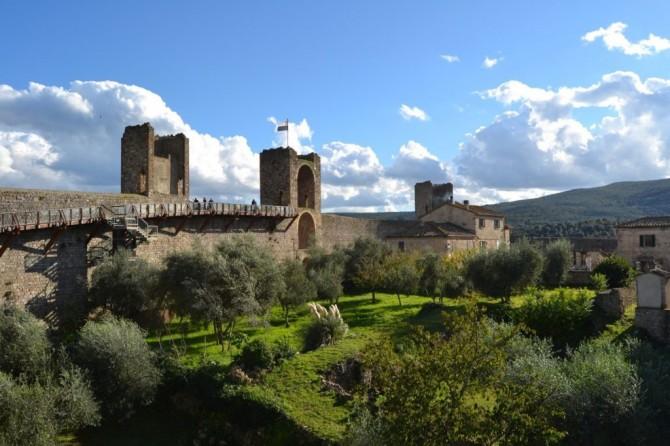 Percorso-Mura-monteriggioni-toscana-sabores-italia-1024x682