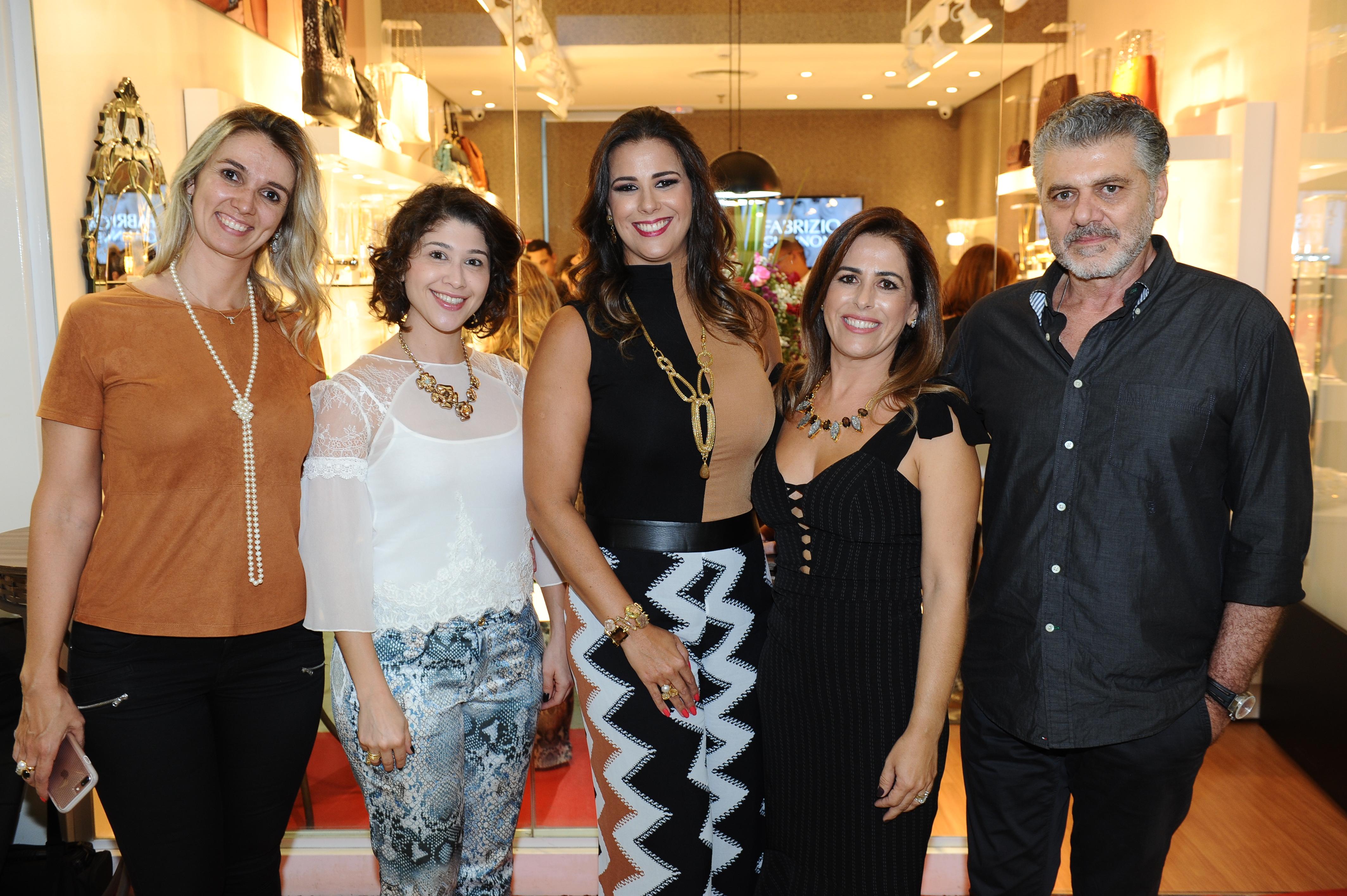 Talita Raffi, Gigliola Decarli, Bianca Raffi, Vanessa Auto e Fabrizio Giannone