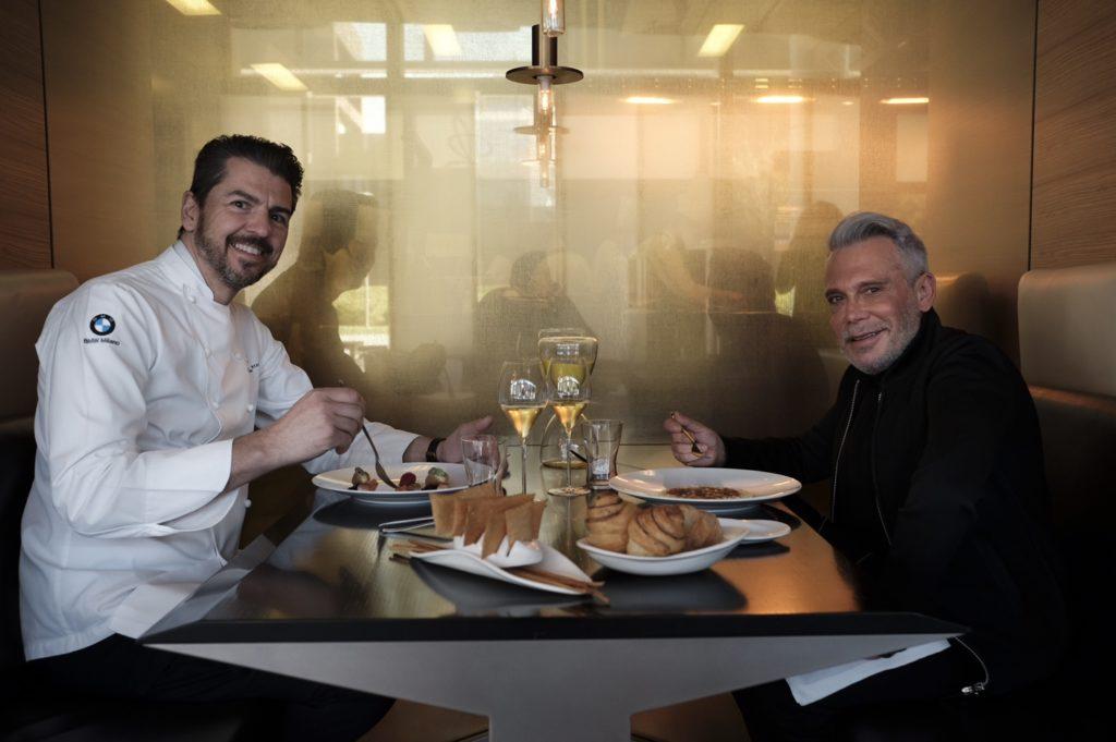 Shehtman almoça um menu especial com o chefe Andrea Berton do Restaurante Berton, um lugar que já frequenta, e ainda recebeu o livro de autoria do chef de presente. www.ristoranteberton.com/it/