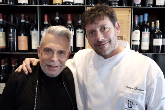 Leo também foi recebido pelo chef do Restaurante Ratanà, embaixador Del Gusto Italian Food, Cesare Battisti, que faz questão de usar seus ingredientes naturais e orgânicos em suas receitas deliciosas, com  produtos frescos, vindos  especialmente de uma zona agrícola do sul da Lombardia.