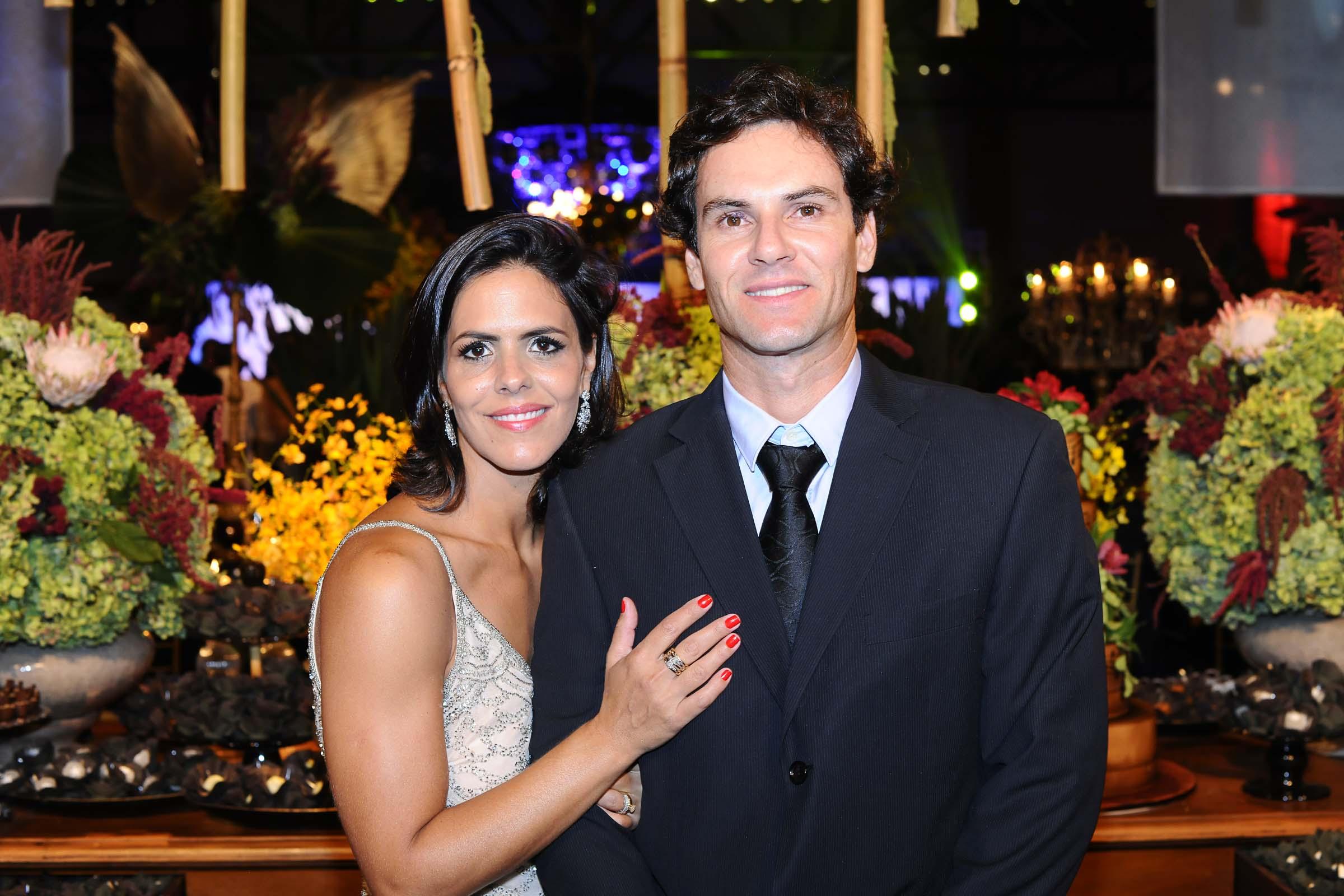A responsável pelas lindas forminhas da noite, Joana Carvalho com o marido Marcelo Oliveira