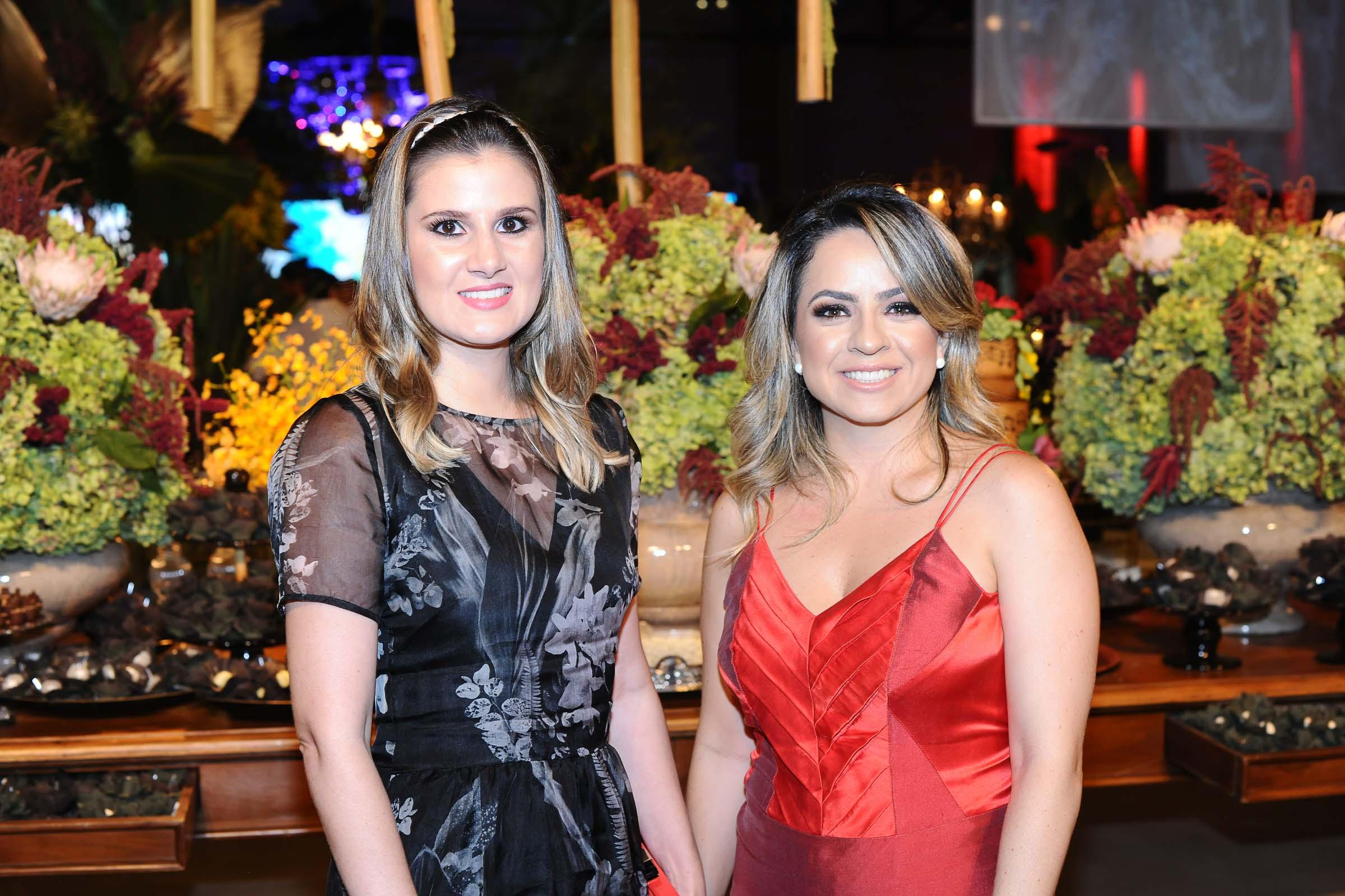 As amigas Gabriela Straliotto e Carla Cafure clicadas em evento social.