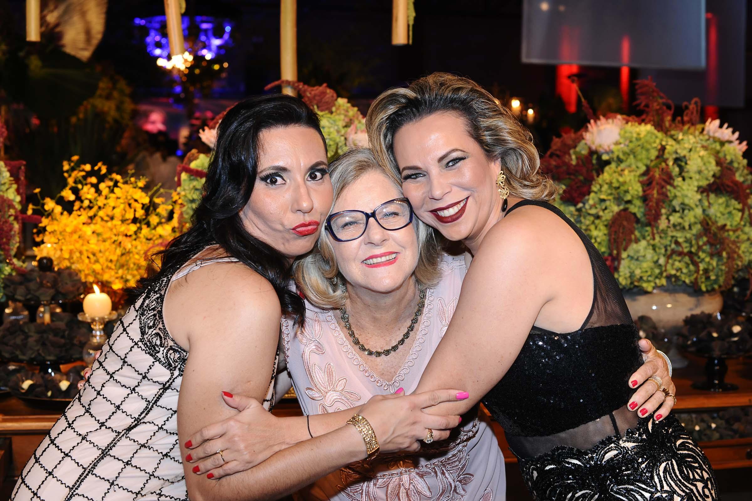 As amigas Samayra do Prado, Maria Elizabeth Machado e Nayara Barbosa