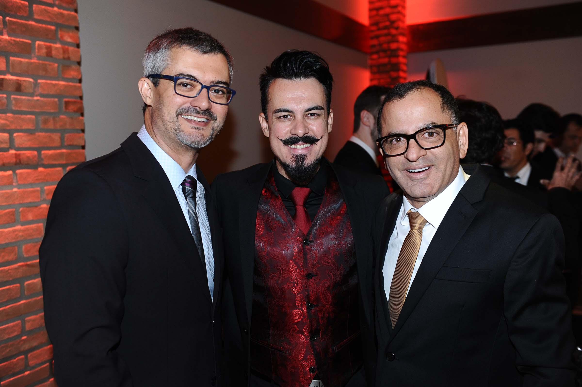 Marcio Bezerra, o dj Rodrigo Knorst que movimentou os convidados e o anfitrião