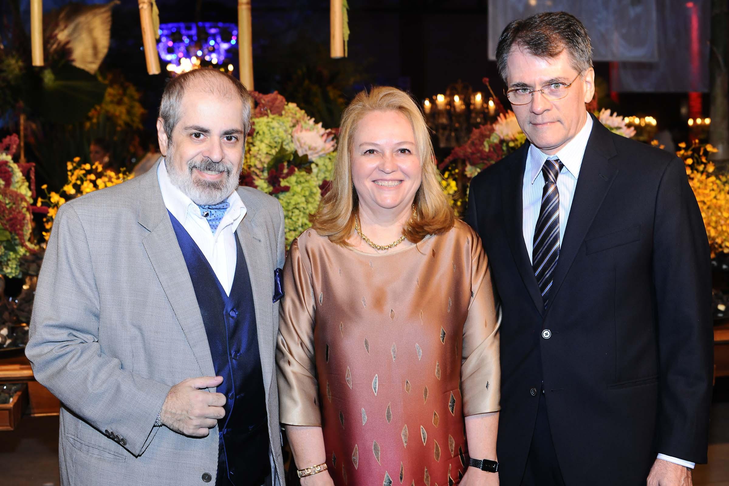 O arquiteto Luis Pedro Scalise ao lado do casal Graice e Luiz Carlos Spengler