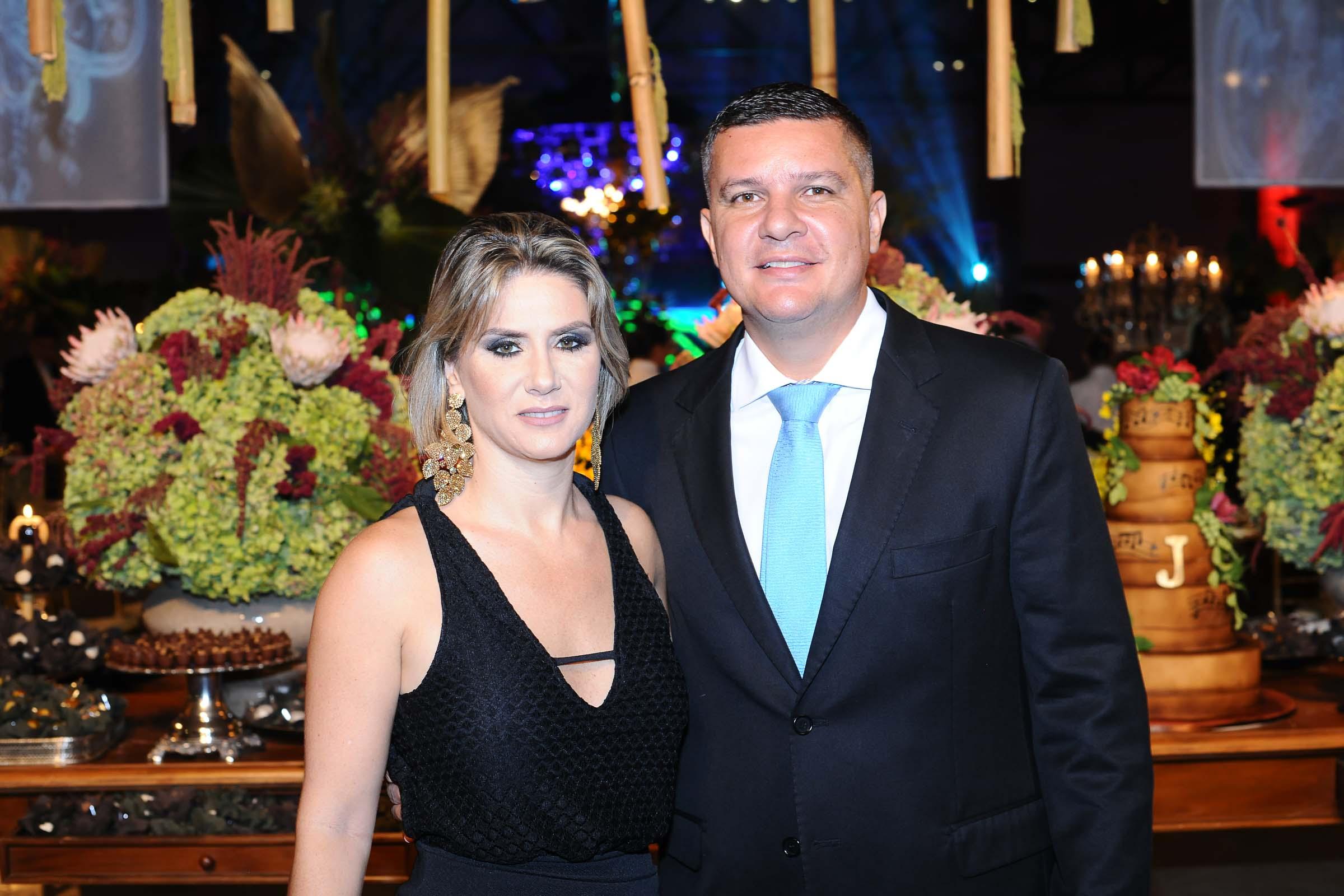 O casal Camila Muzzi e Helton Tofano