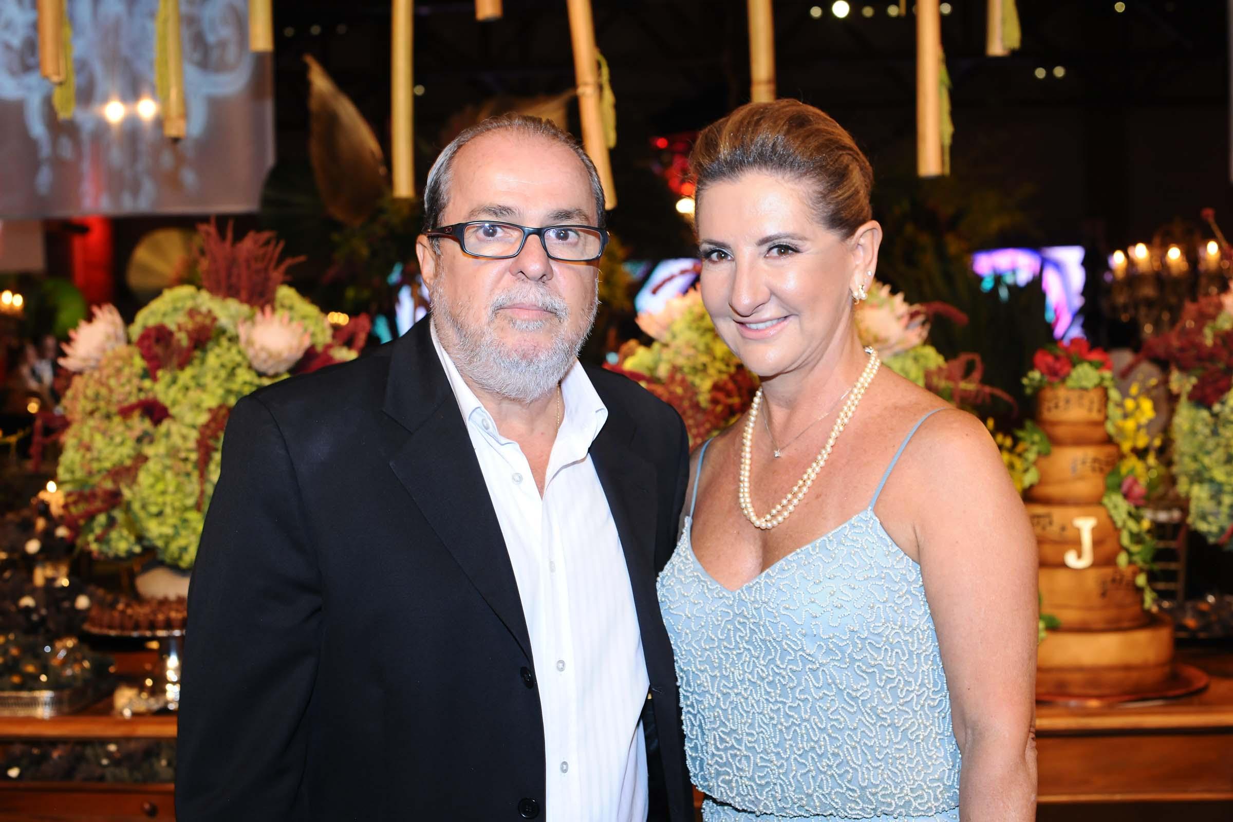 O casal Deo Rimoli e a empresária Regina Torres, responsável pelo buffet