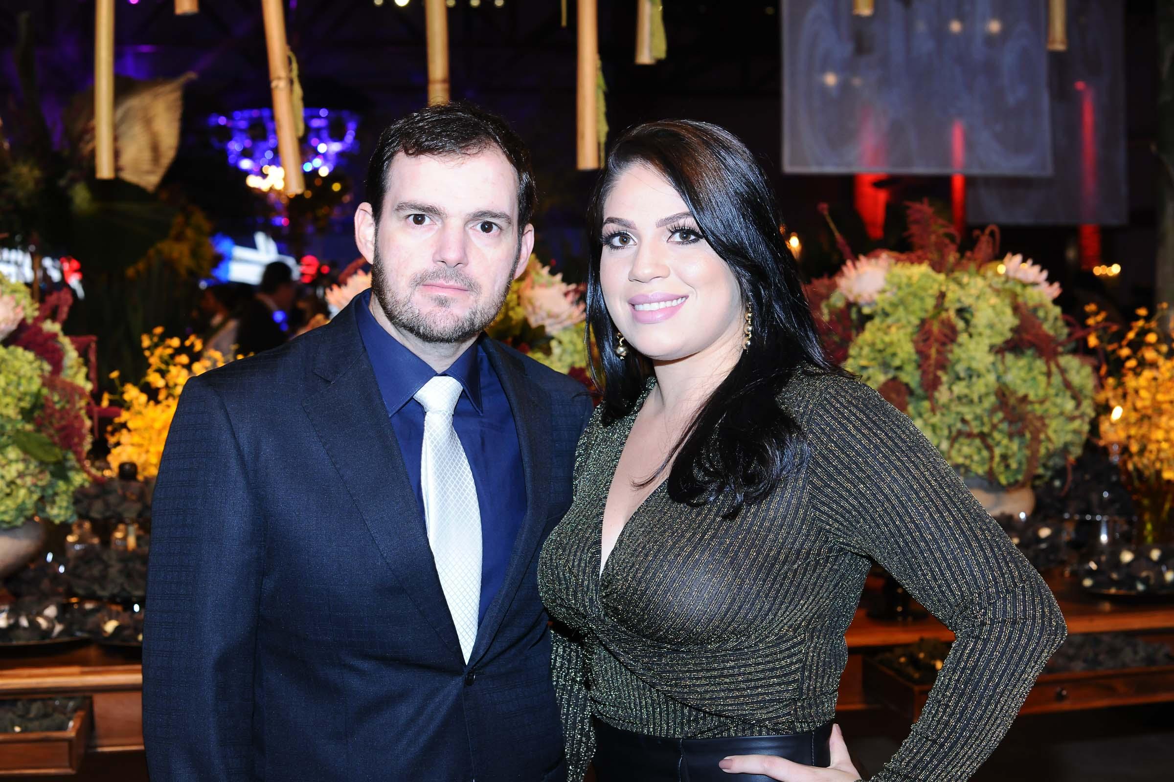 O casal Dr. Diogo Barbosa Carvalho e Stephanie Guedes