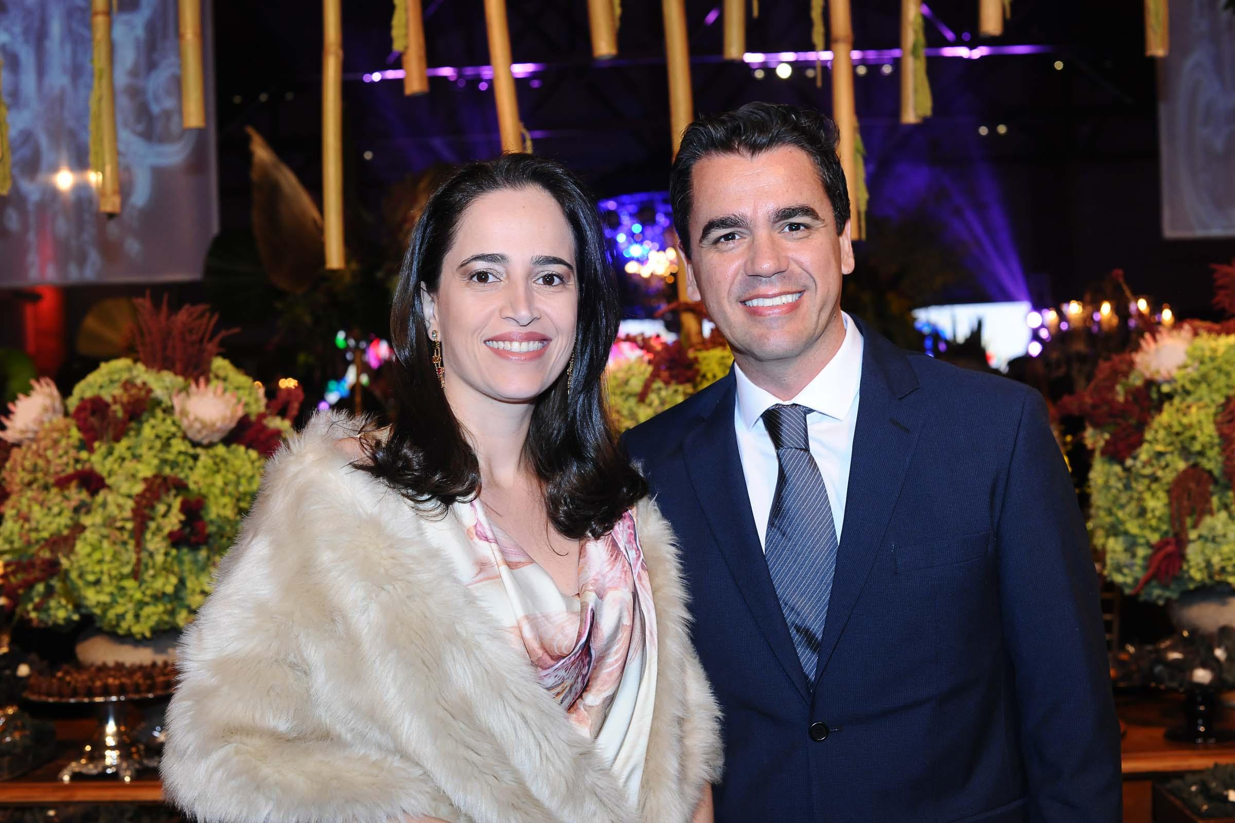 O casal Sabrina Adorno e Gustavo Alcântara Carvalho