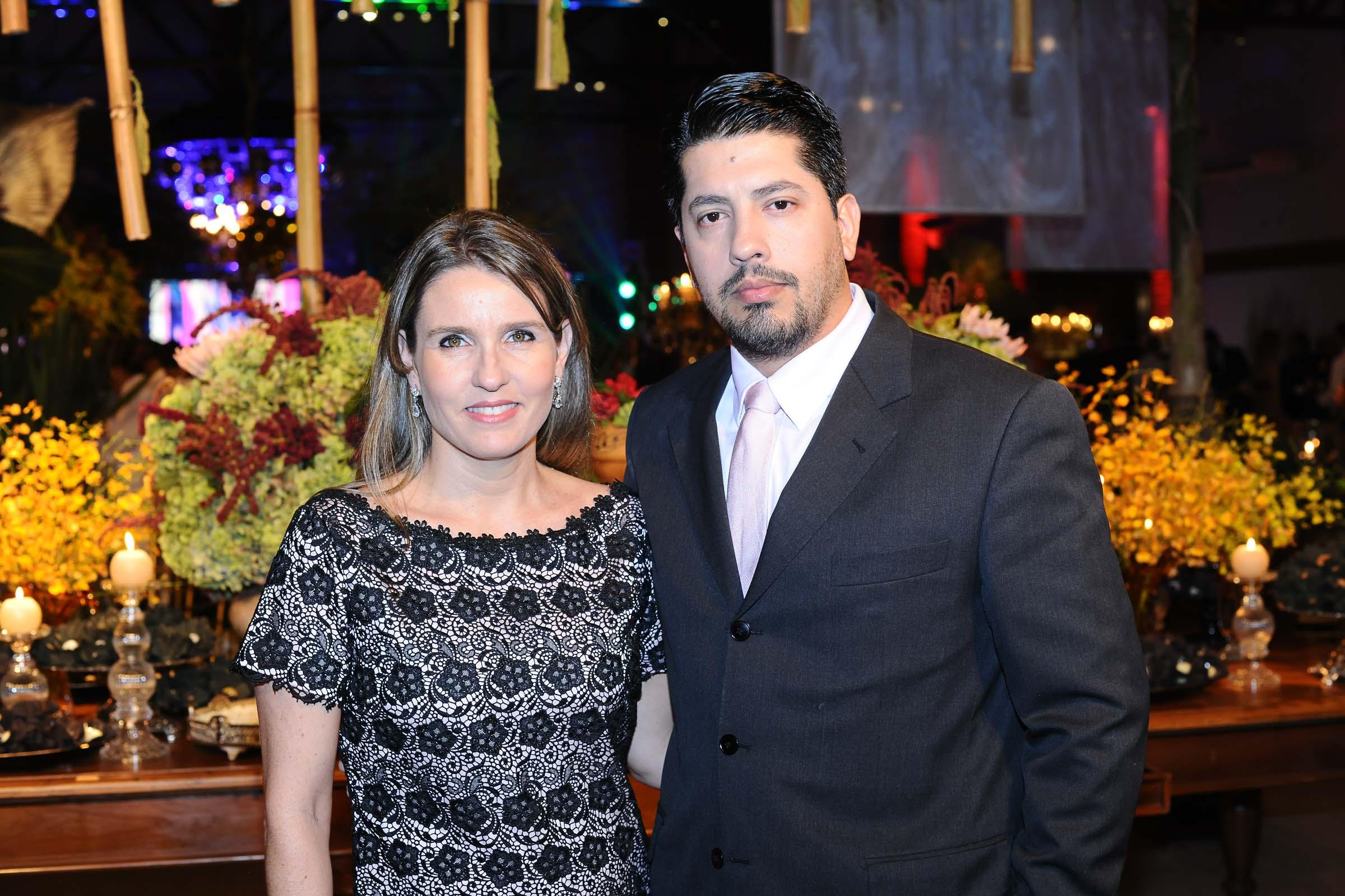 Os responsáveis pela mesa de doces e o bolo, Andressa Sandri e Reni Garcia
