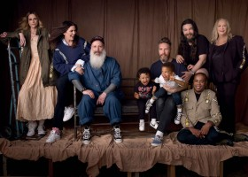 Alexandre Herchcovitch posa com a família para Elle