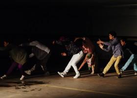 Espetáculo de dança mostra como as relações humanas vem passando por transformações na era virtual