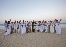 Beach Park realiza primeiro casamento coletivo entre os seus colaboradores