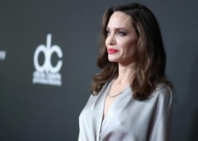 Angelina Jolie usa jóias Tiffany & Co para o 21º Hollywood Film Awards