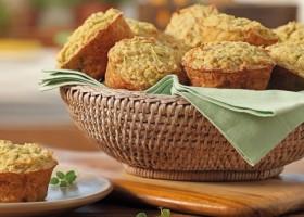 Muffin de farelo de aveia com abobrinha e frango