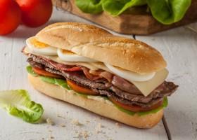Típico sanduiche uruguaio é atração do fim de semana na capital do país