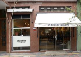Mandioca Cozinha abre um domingo ao mês com menu temático
