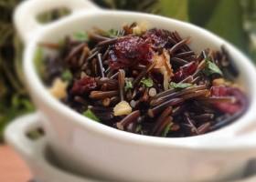 Salada de Arroz Selvagem com Nozes e Cranberries