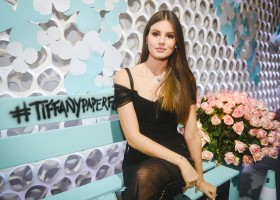Tiffany&Co. lança coleção Paper Flowers e inaugura nova loja em São Paulo