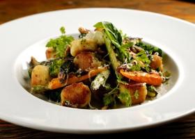 Nhoque grelhado com vegetais assados