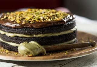 Bolo brownie de cacau com pistache