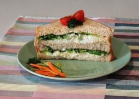 Sanduiche rápido com salada de ovos