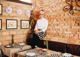 A chef Carina Manzoli traz sabores italianos para o Cozinhando para o Jeff