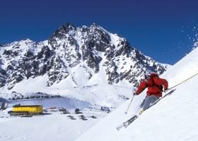 Na neve e fora dela, temporada na estação de esqui Portillo é repleta de muita ação